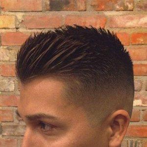 Corte de pelo muy corto con pelo largo