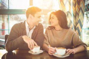 que preguntas hacer en una primera cita